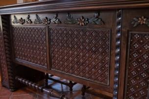 carved-wood-sink