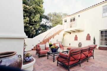 elegant-outdoor-patio