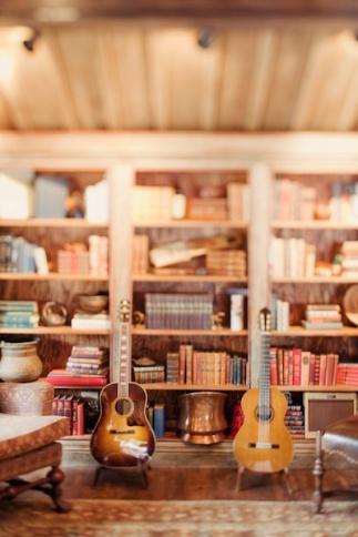 timeless-guitar-room