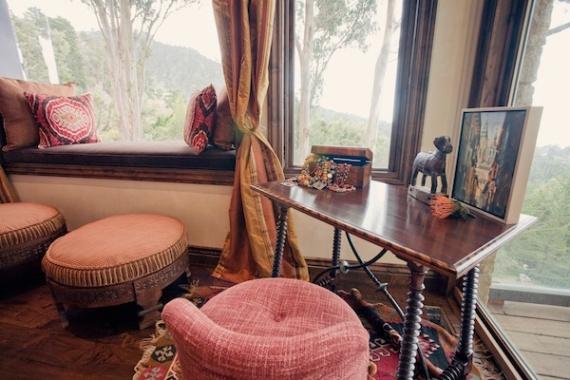 travelers-desk