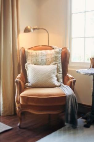 velvet-chair