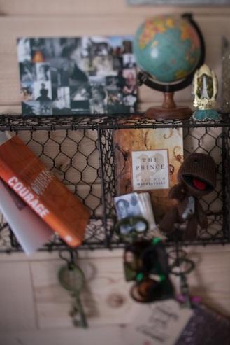 wire-bookshelf